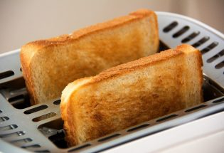 Toaster vs. Toaster Oven: The Battle for the Kitchen Space
